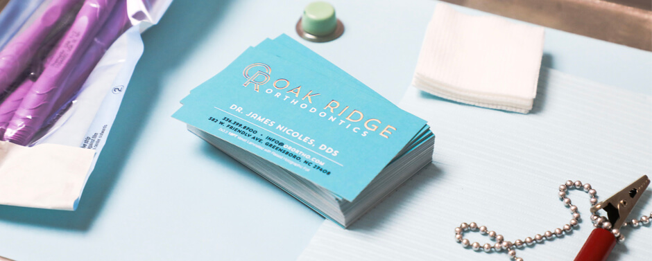 Print premium business cards to highlight your Dental Practice.