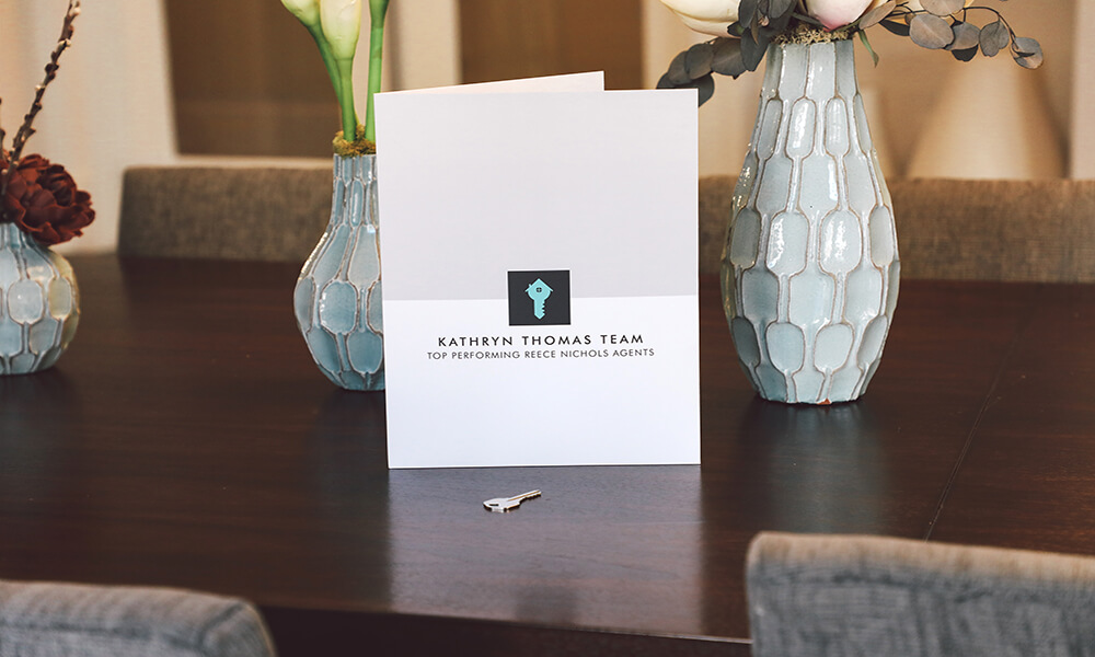 Show off your Real Estate Agency with premium folders.